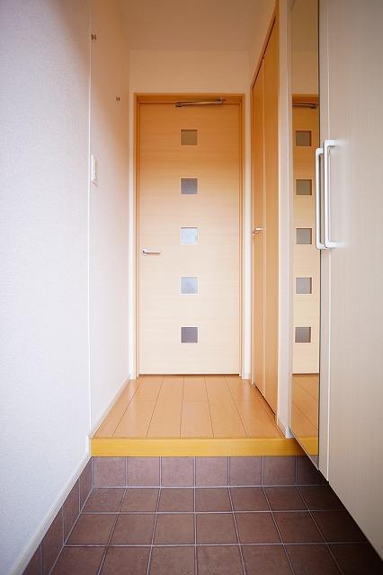 ガーデンフレンドⅠ 01010号室の玄関