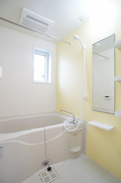 ブレッザⅡ 01010号室の風呂