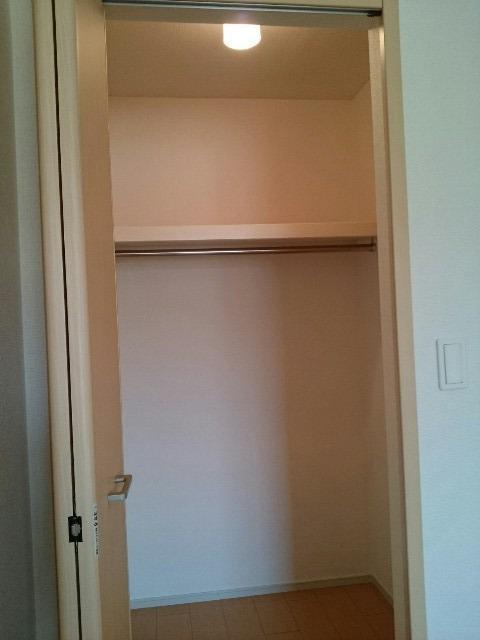 フォーカーレⅡ 01010号室のエントランス