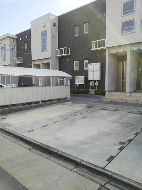 ガ-デンスクエアB 202号室の駐車場