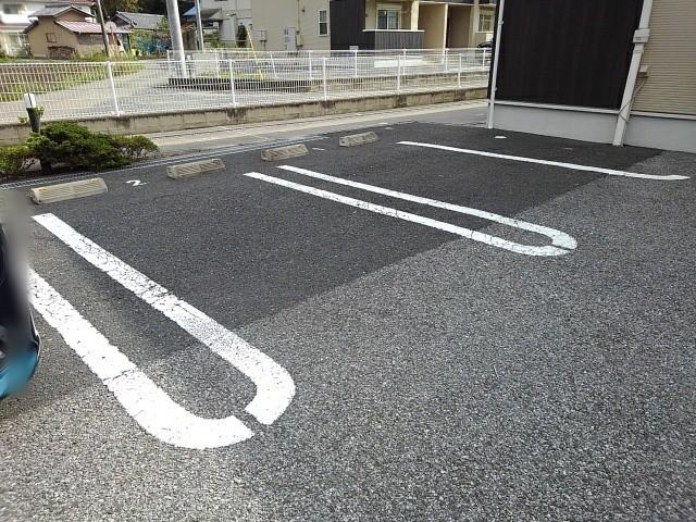 マンダリン ダック A 201号室の駐車場