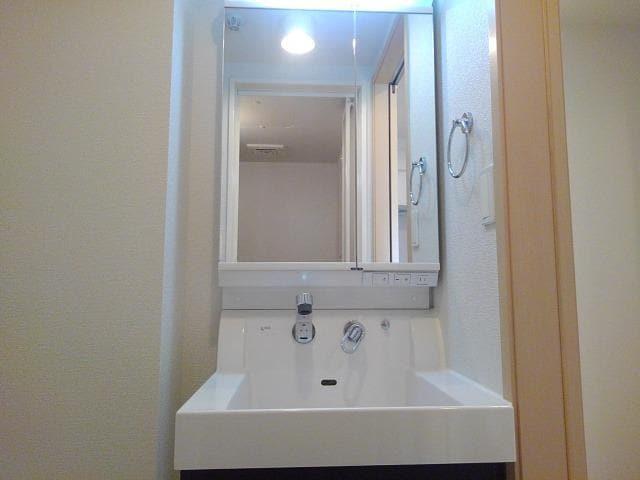 クレメント B 01060号室の洗面所