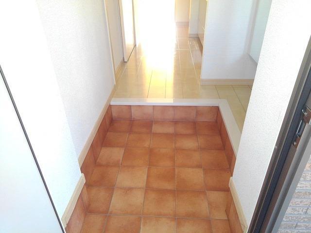 クレメント B 01060号室の玄関