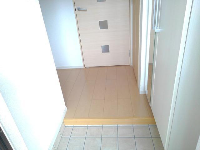 カーサ・セレノC 01010号室の玄関