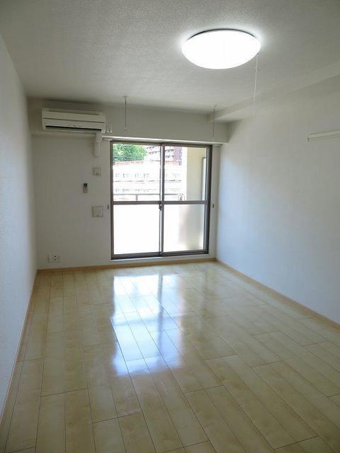 エテルノ 403号室の居室