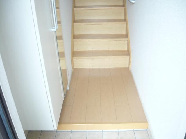カーサ・セレノD 02010号室の玄関