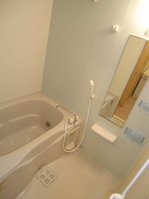 ハピネス 01040号室の風呂
