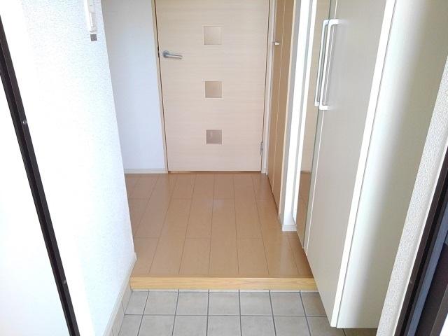 レジェンド B 01010号室の玄関