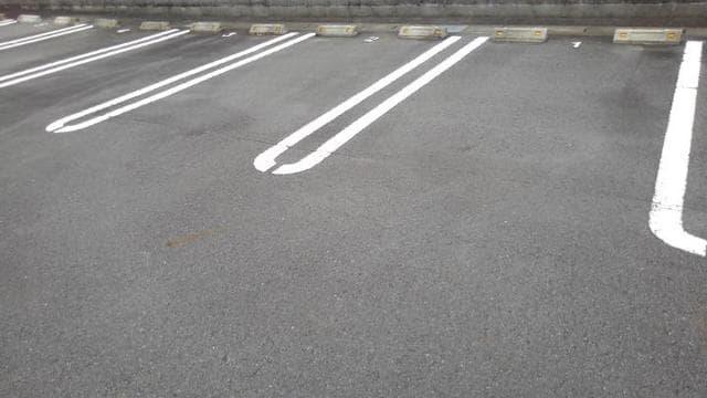 LOVELY 02020号室の駐車場