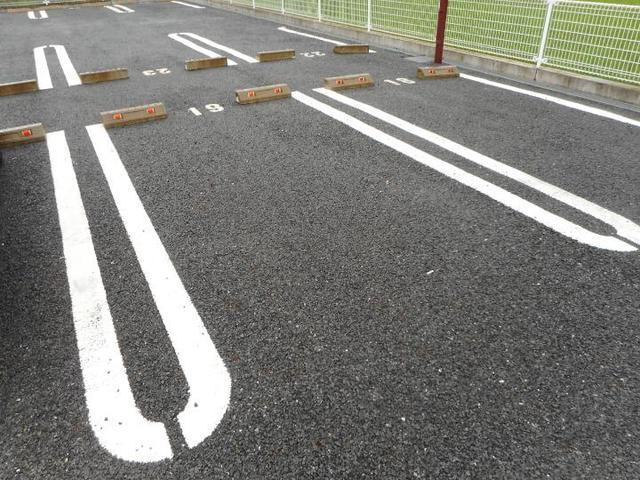 カフリーィエE 01030号室の駐車場