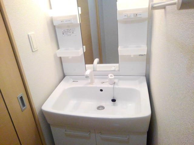 ベル・オーシャン S棟 102号室の洗面所
