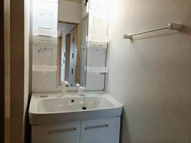 ベル・オーシャン S棟 202号室の洗面所