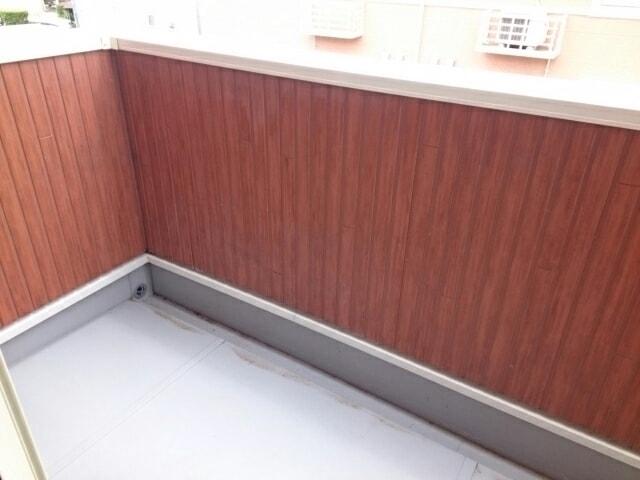 ベル・オーシャン S棟 202号室のバルコニー