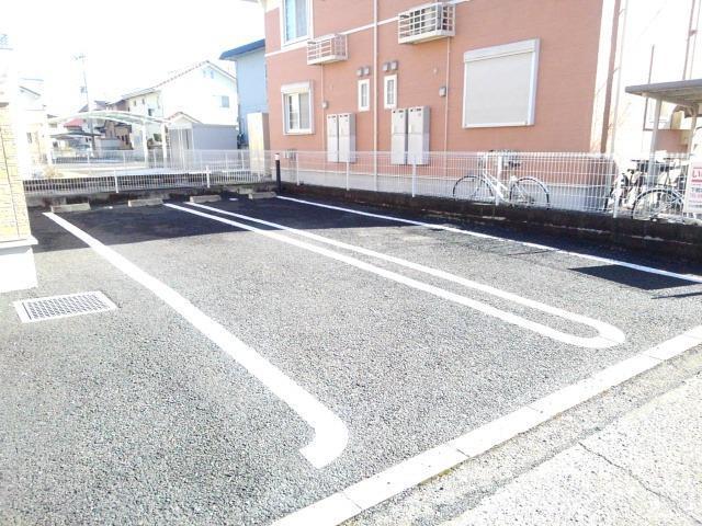ベル・オーシャン S棟 202号室の駐車場