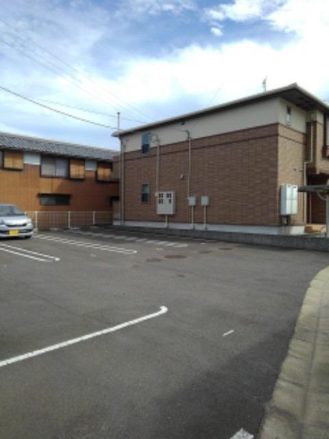 エルデ 02030号室の駐車場