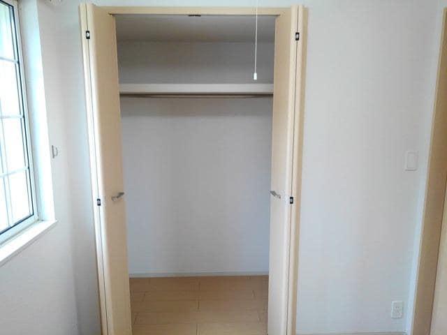 ゴールド・サン 01010号室の収納