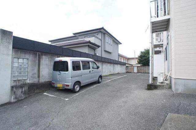 ドリームハイツ 01010号室の駐車場