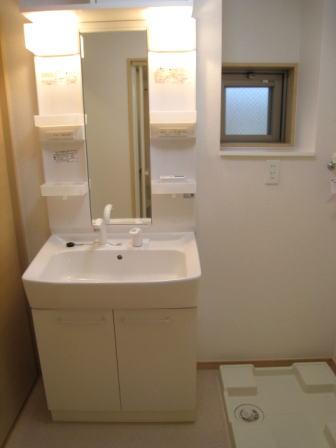 クラールハウスC 202号室の洗面所