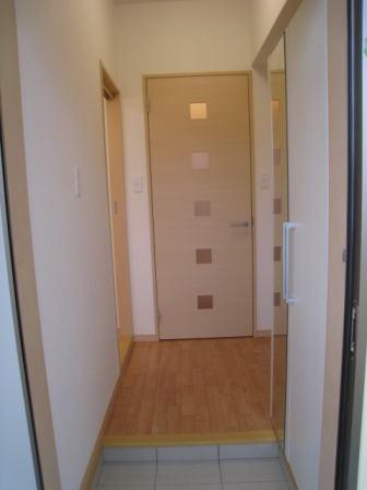 クラールハウスC 202号室の玄関