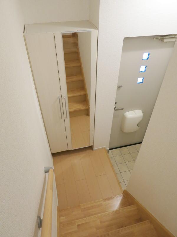 ヴィラ庄司田 301号室の玄関