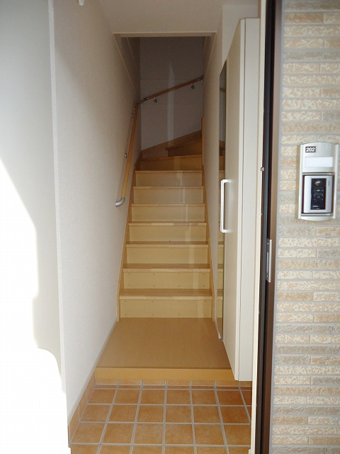 グランド チェリー 202号室の玄関