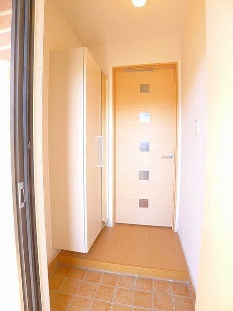 プレッソB 01020号室の玄関