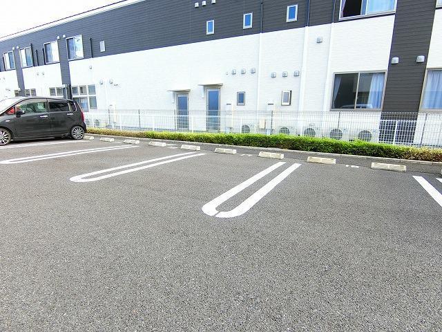ドマーニ A 03030号室の駐車場