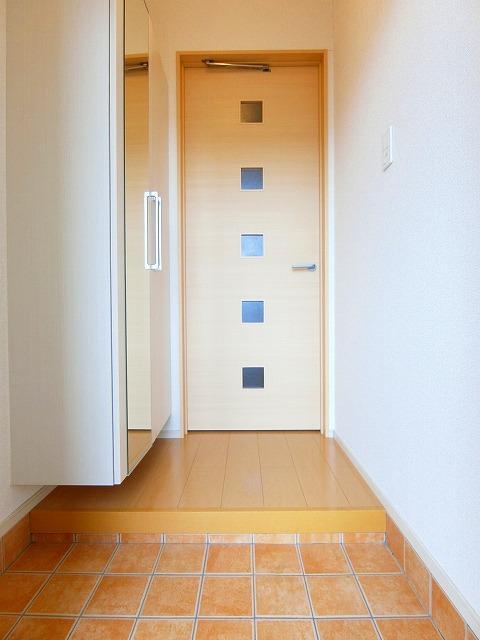 ルピナス・グリーンB 01030号室の玄関