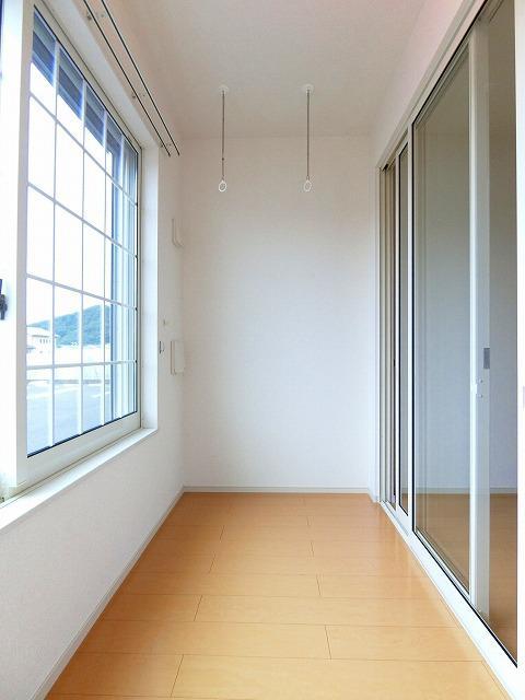 ルピナス・グリーンB 01030号室のバルコニー