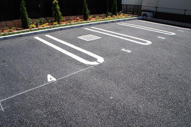 リュミエール オーブ 01050号室の駐車場