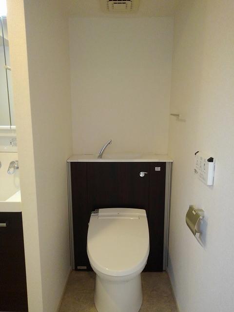 フェリーチェ ウーノ 101号室のトイレ