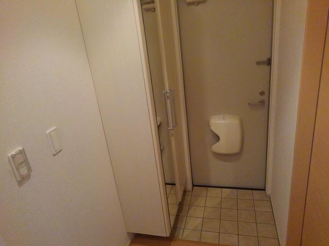 ルミエール下鴨 203号室の玄関