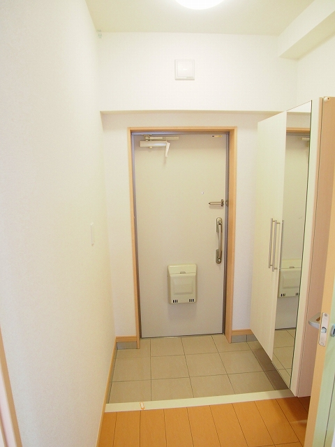 カルムヴィラいさおし 305号室の玄関