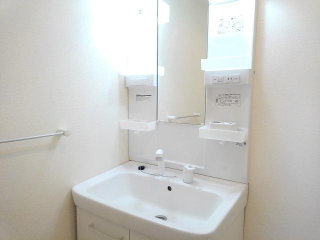 Velero A 01030号室の洗面所