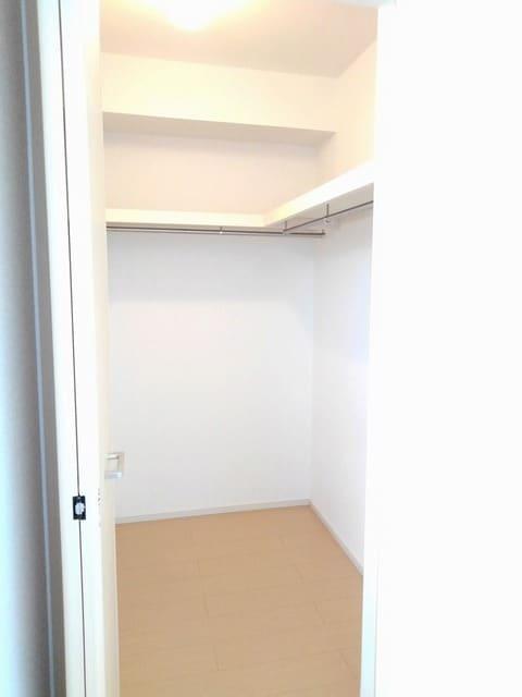 ライフシティ スカイ 01040号室の収納