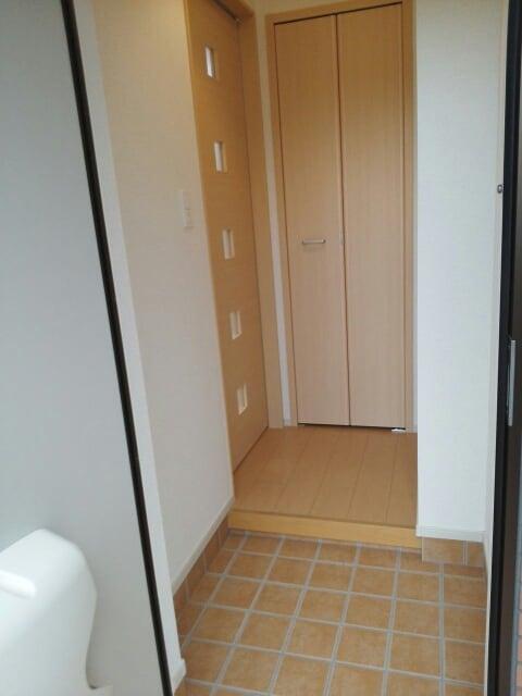 アパートメントこころ 01010号室の玄関