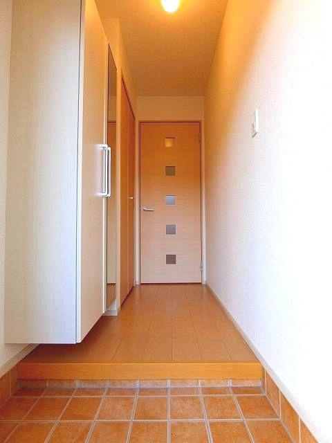 アンジュ・パッセA 01030号室の玄関