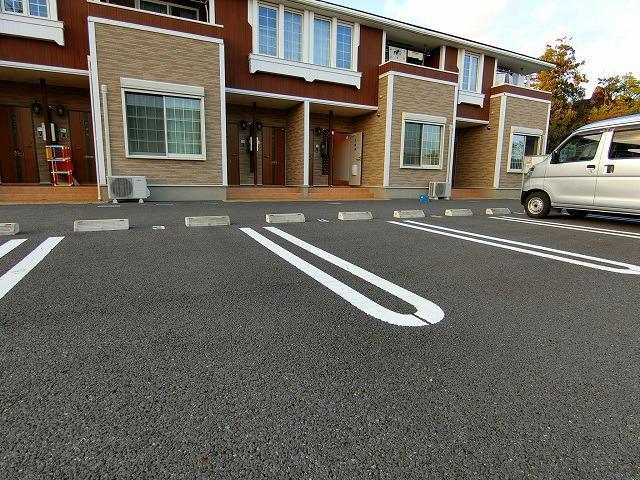 アンジュ・パッセA 01030号室の駐車場