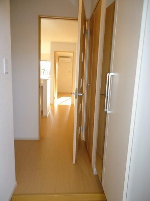 Viola壱番館 101号室の玄関