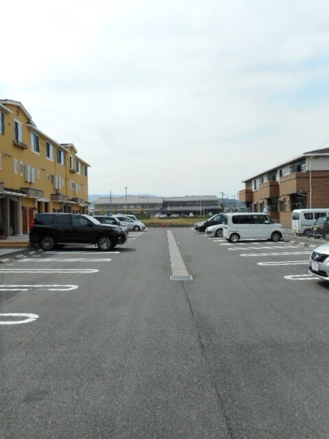 Viola壱番館 101号室の駐車場