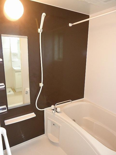 Viola弐番館 205号室の風呂