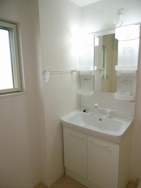 Viola弐番館 205号室の洗面所