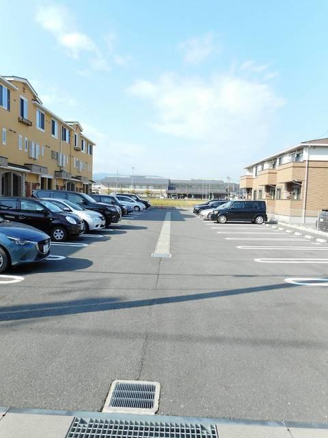 Viola弐番館 205号室の駐車場