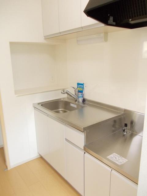 コーポ勢多Ⅷ番館 201号室のキッチン
