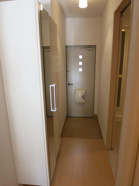 レ・セーナ 102号室の玄関