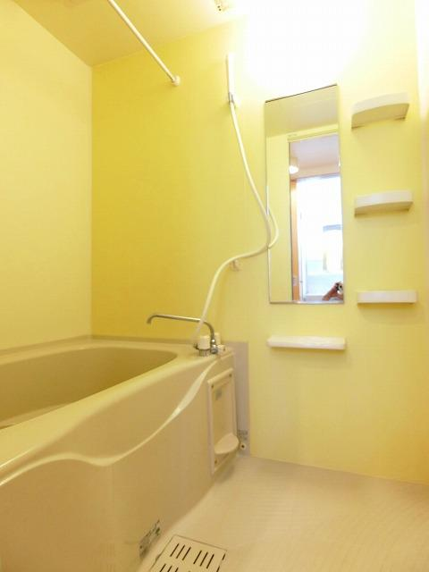 フルール ベルジェB 01030号室の風呂