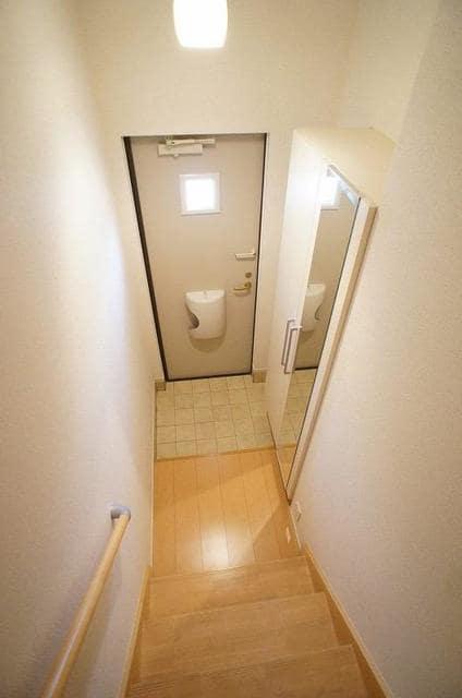 ロゼ MⅠ 02010号室の玄関