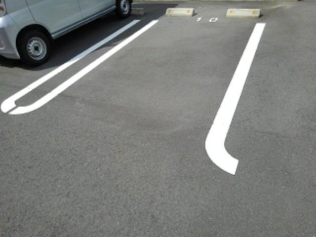ベル シャトー 01010号室の駐車場