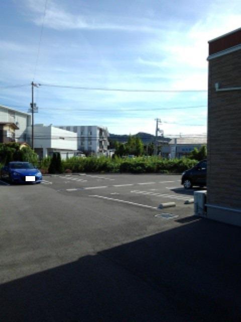 ラ ヴィータ ローザⅠ 01010号室の駐車場