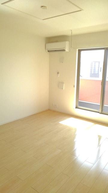 フィオーレ プリート Ⅰ 02020号室のリビング